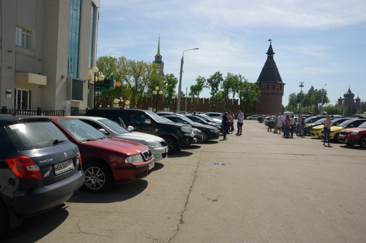 Парковка около кремля